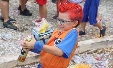 Domingo foi o dia da criançada no carnaval. Veja as fotos.